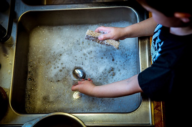 cómo involucrar al niño en las tareas de la casa